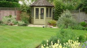 Summer house in pretty Hertfordshire garden design