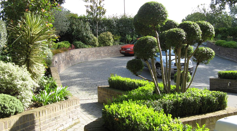 Practical and impressive front entrance by Amanda Broughton Garden Design
