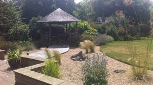 Informal North London garden design by Amanda Broughton