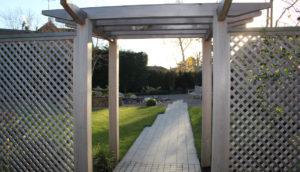 North London garden design with bespoke pergola by Amanda Broughton