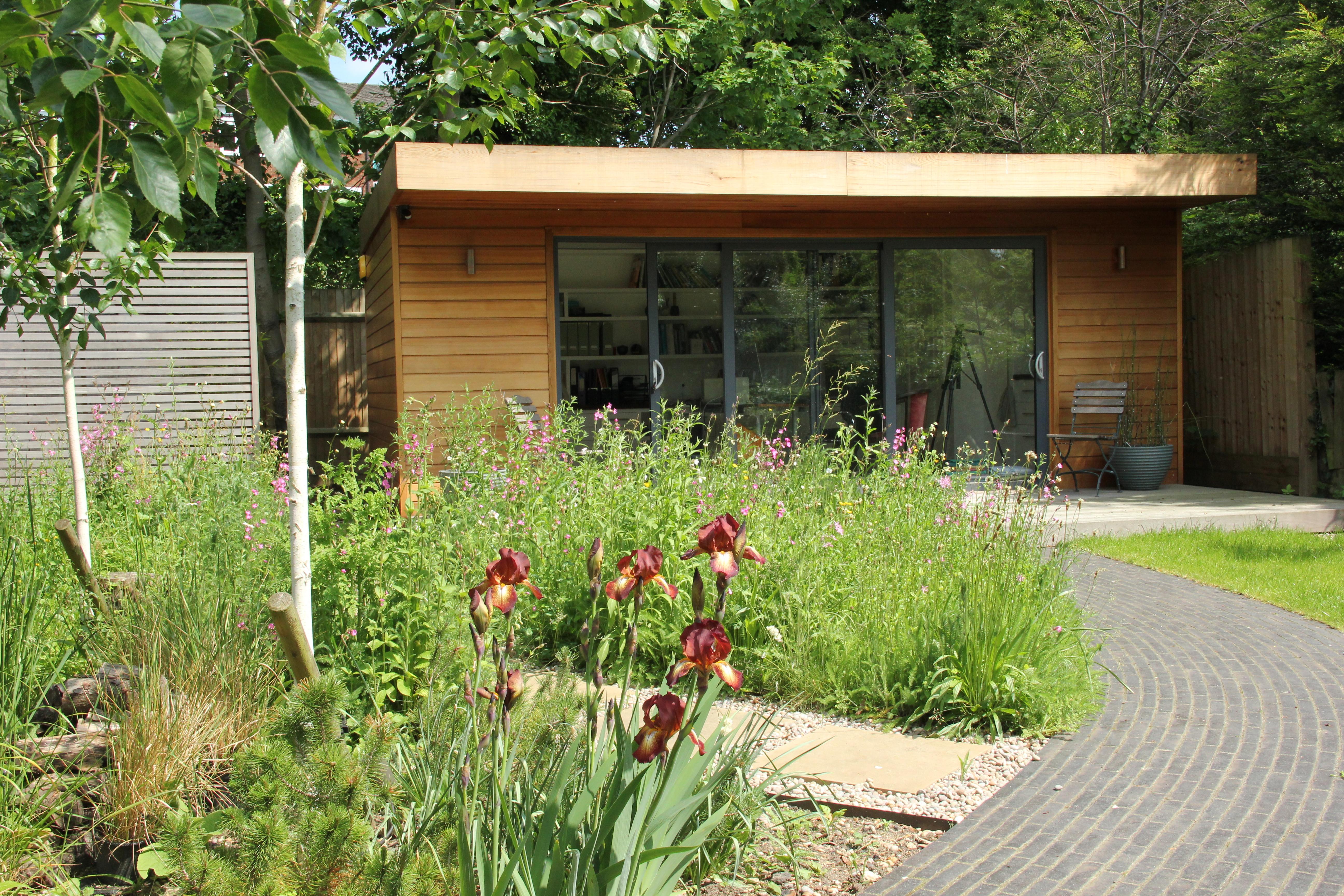 Hertfordshire garden office by Amanda Broughton Garden Design