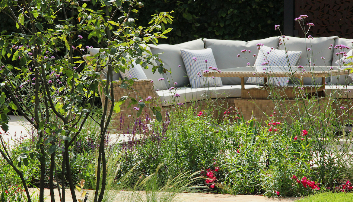Lounge area - garden design in Hertfordshire